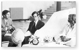 Dr. Orme-Johnson (b) és Dr. Robert Keith-Wallace (k) kutatók Maharishivel