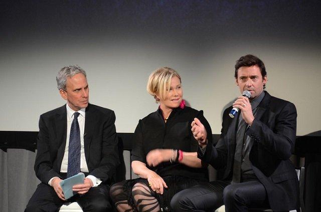 Hugh Jackman a Transzcendentális Meditációról beszél felesége, és Bob Roth társaságában.