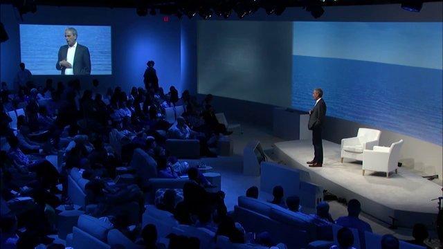 Bob Roth a Google Google Zeitgeist konferencián tart előadást a Transzcendentális Meditációról 2014. szeptember 14-én
