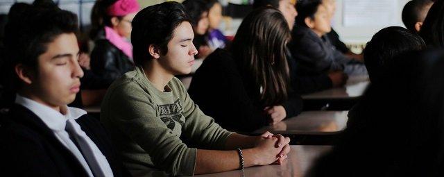 Transzcendentális Meditációt gyakorló diákok
